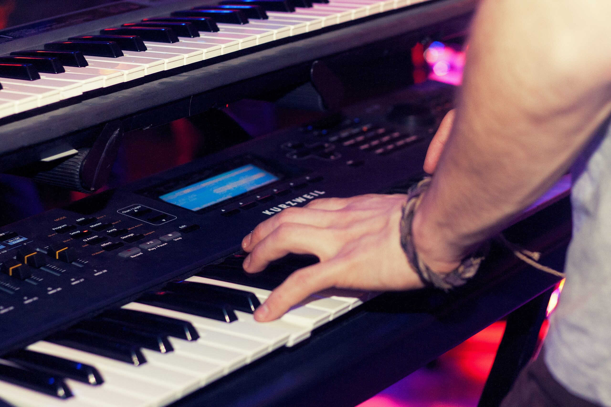 a pianists is playing easy piano rock songs