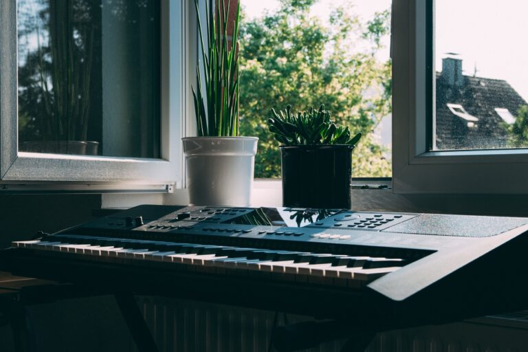 learning piano at home online
