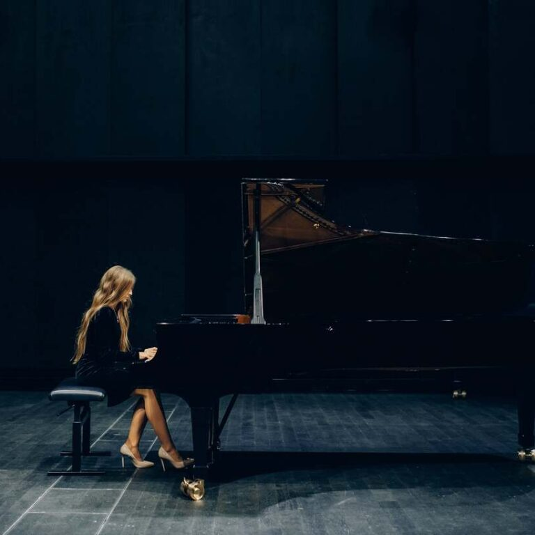 a pianist is learning how to play piano without mistakes